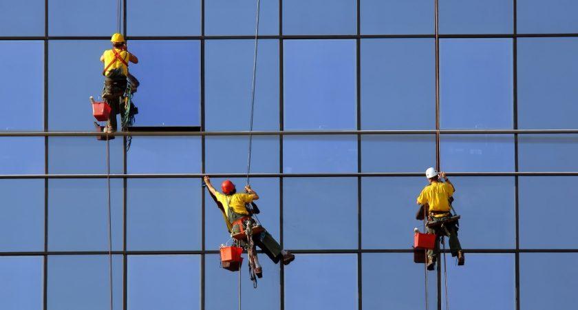 การทำความสะอาดบนอาคารสูง มีบริการอะไรบ้าง